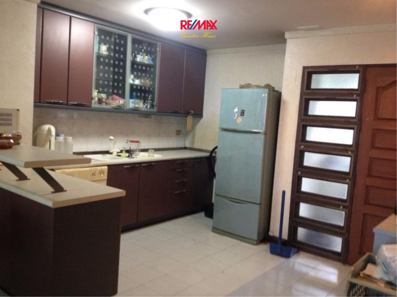 RE/MAX Executive Homes Agency's Spacious 2 Bedroom for Sale Supalai Place 39 5