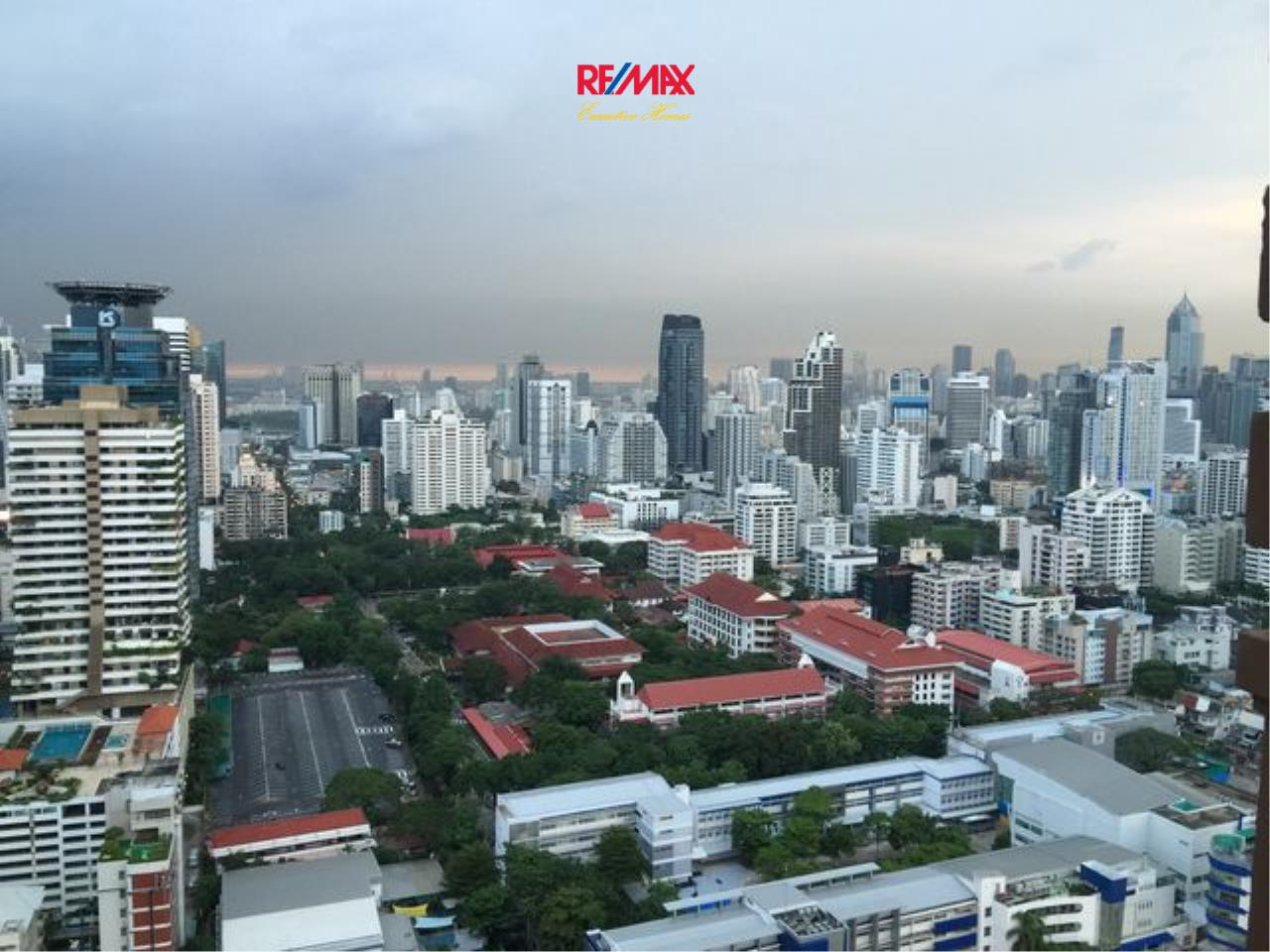 RE/MAX Executive Homes Agency's Stunning 2 Bedroom Duplex for Sale Villa Asoke 5