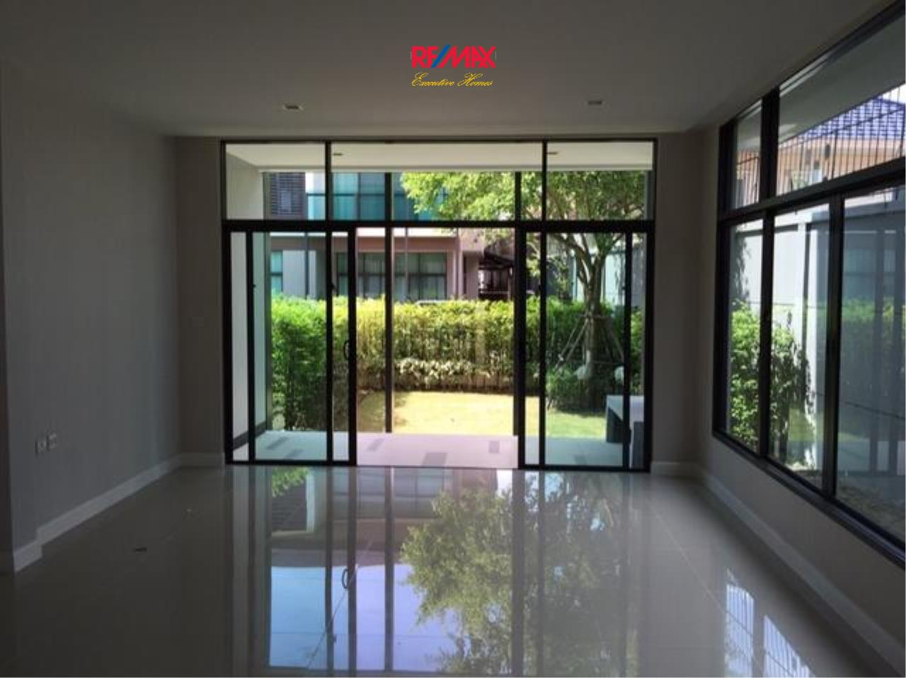 RE/MAX Executive Homes Agency's Beautiful 4 Bedroom for Sale Setthasiri On Nut - Srinakarin 1