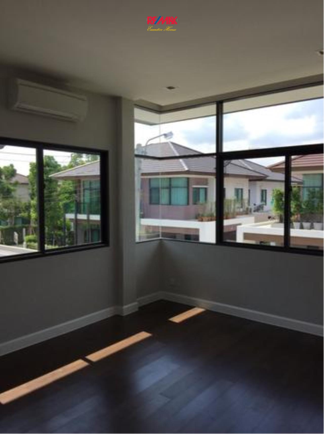 RE/MAX Executive Homes Agency's Beautiful 4 Bedroom for Sale Setthasiri On Nut - Srinakarin 2