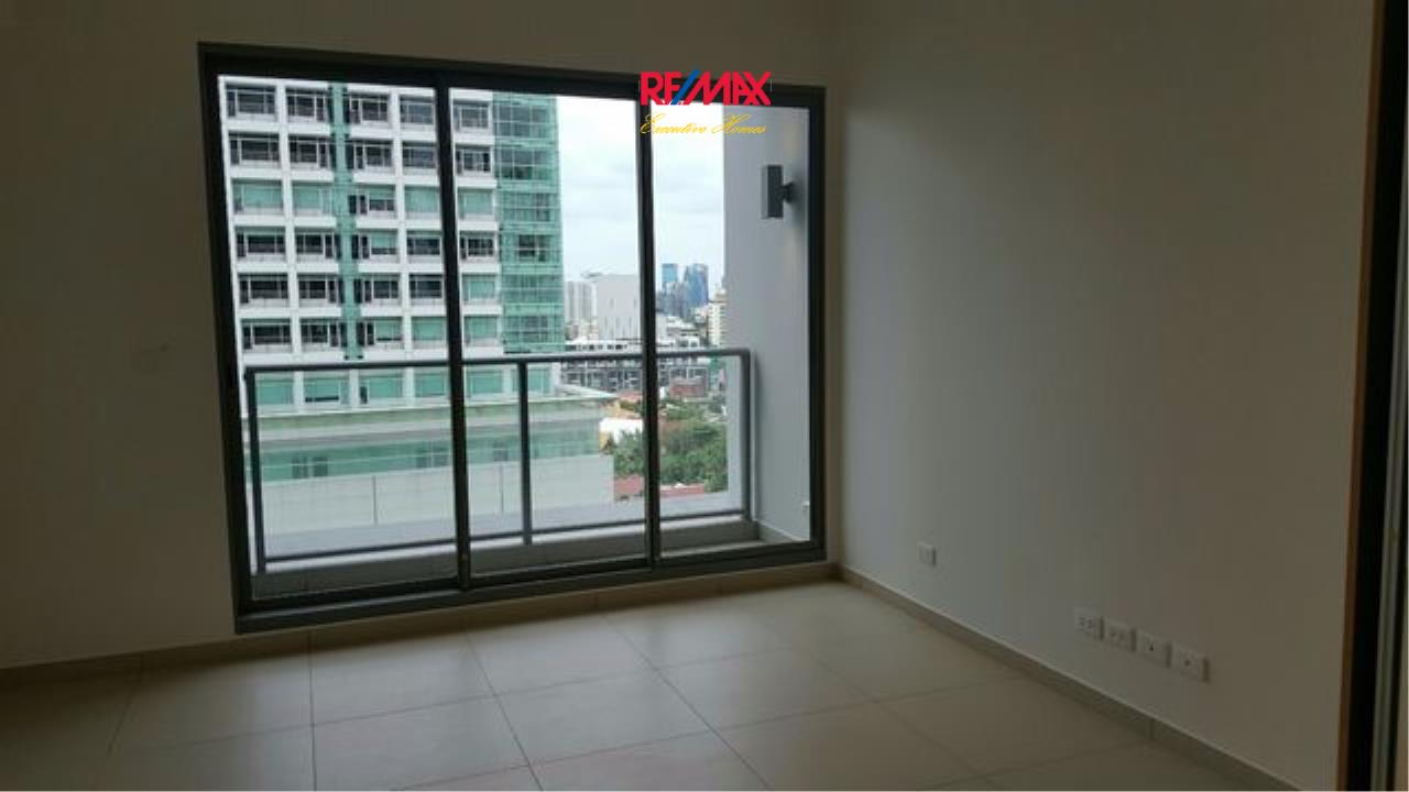 RE/MAX Executive Homes Agency's Partly Furnished Studio type Bedroom for Sale Lofts Ekamai 2