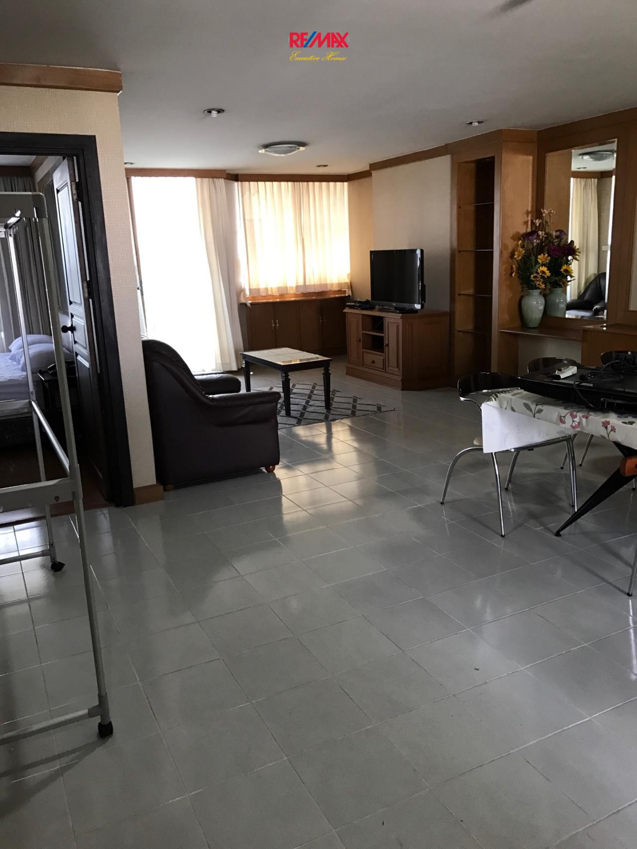 RE/MAX Executive Homes Agency's Spacious 2 Bedroom for Rent Supalai Place 39 1