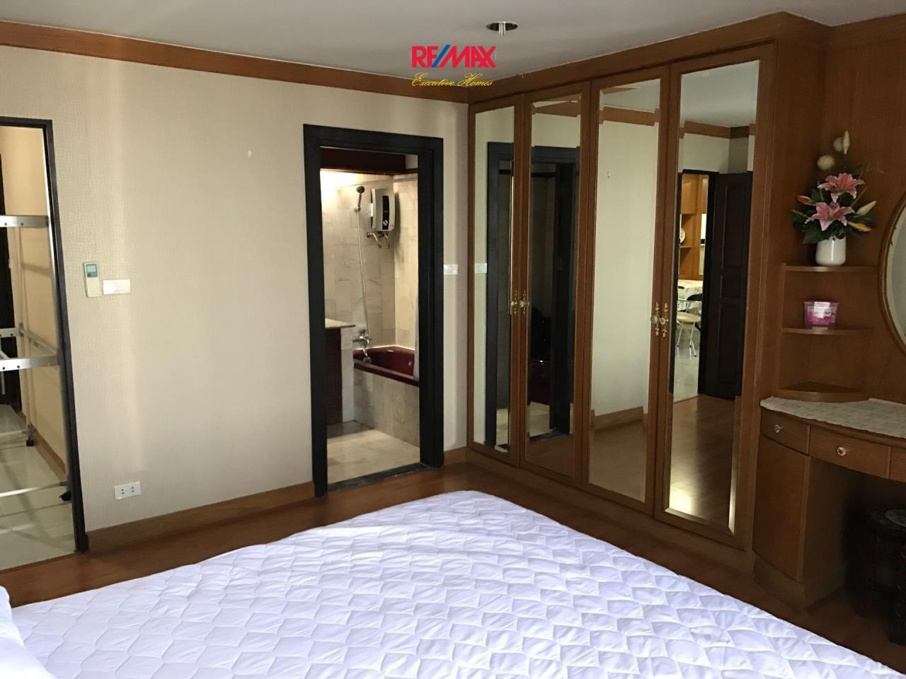 RE/MAX Executive Homes Agency's Spacious 2 Bedroom for Rent Supalai Place 39 4