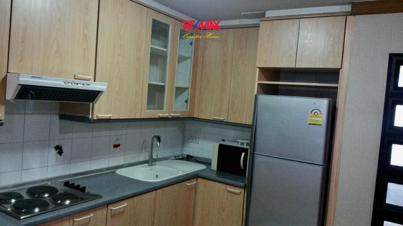 RE/MAX Executive Homes Agency's Spacious 2 Bedroom for Rent Supalai Place 39 9