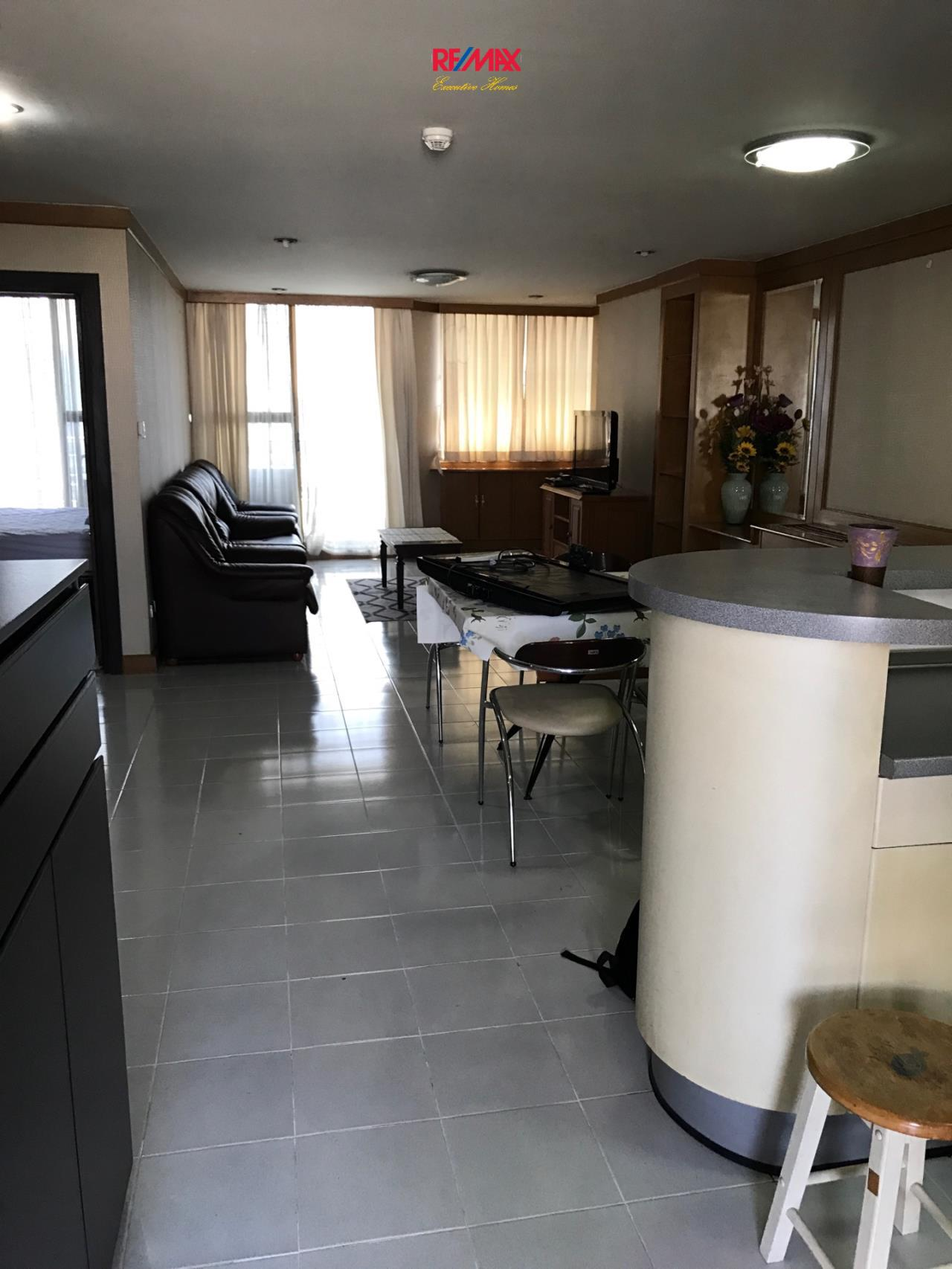 RE/MAX Executive Homes Agency's Spacious 2 Bedroom for Rent Supalai Place 39 2