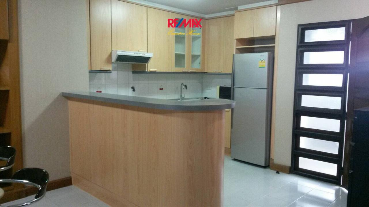 RE/MAX Executive Homes Agency's Spacious 2 Bedroom for Rent Supalai Place 39 5