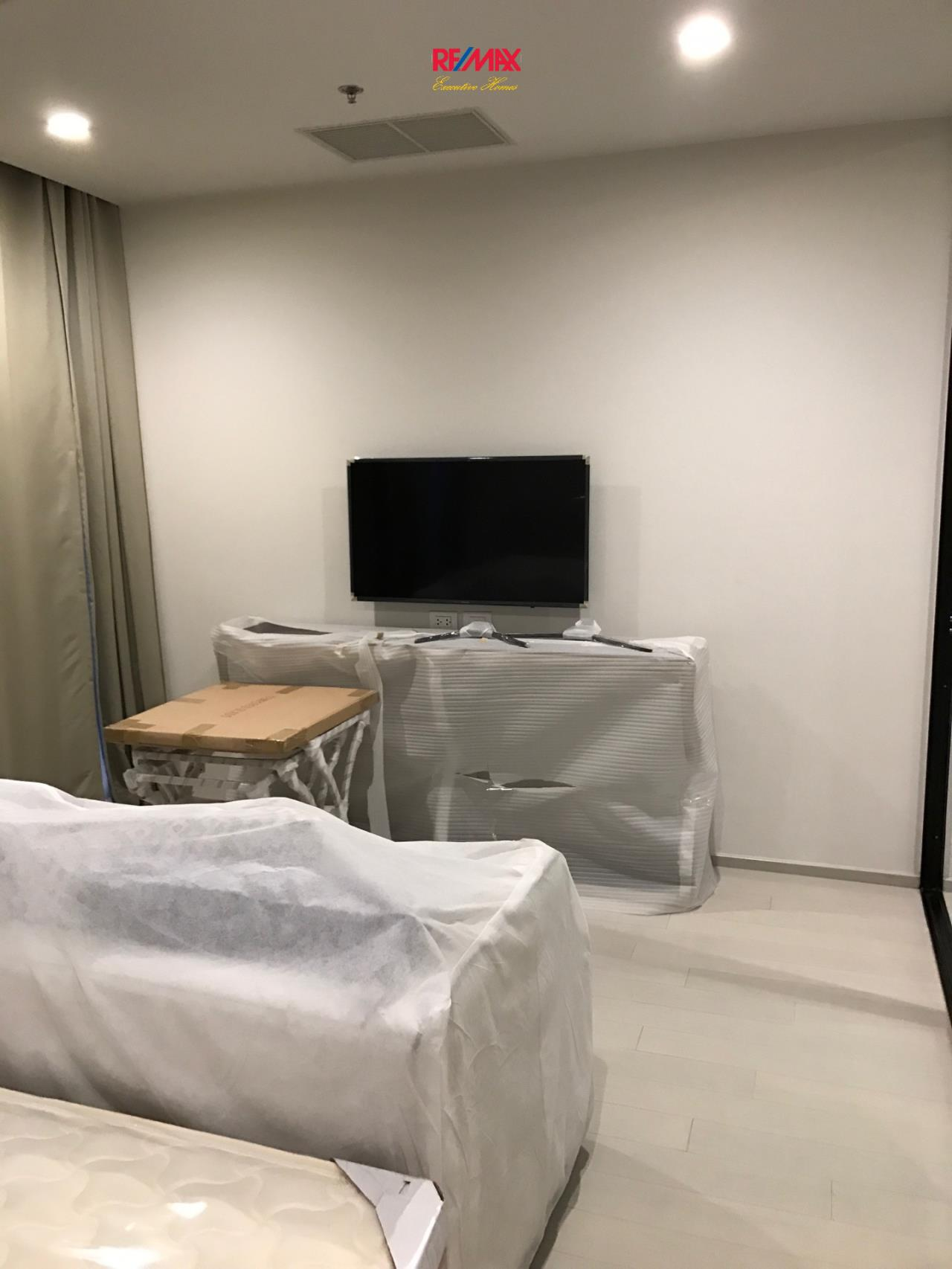 RE/MAX Executive Homes Agency's Spacious 1 Bedroom for Rent Noble Pholenchit 2