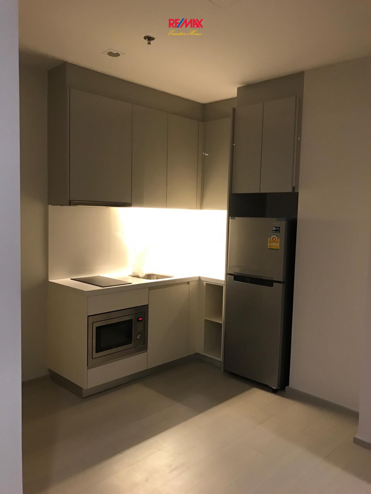 RE/MAX Executive Homes Agency's Spacious 1 Bedroom for Rent Noble Pholenchit 4
