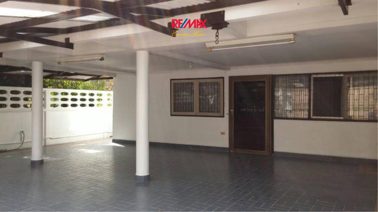 RE/MAX Executive Homes Agency's Nice 3 Bedroom House for Rent in Phra Khanong 6