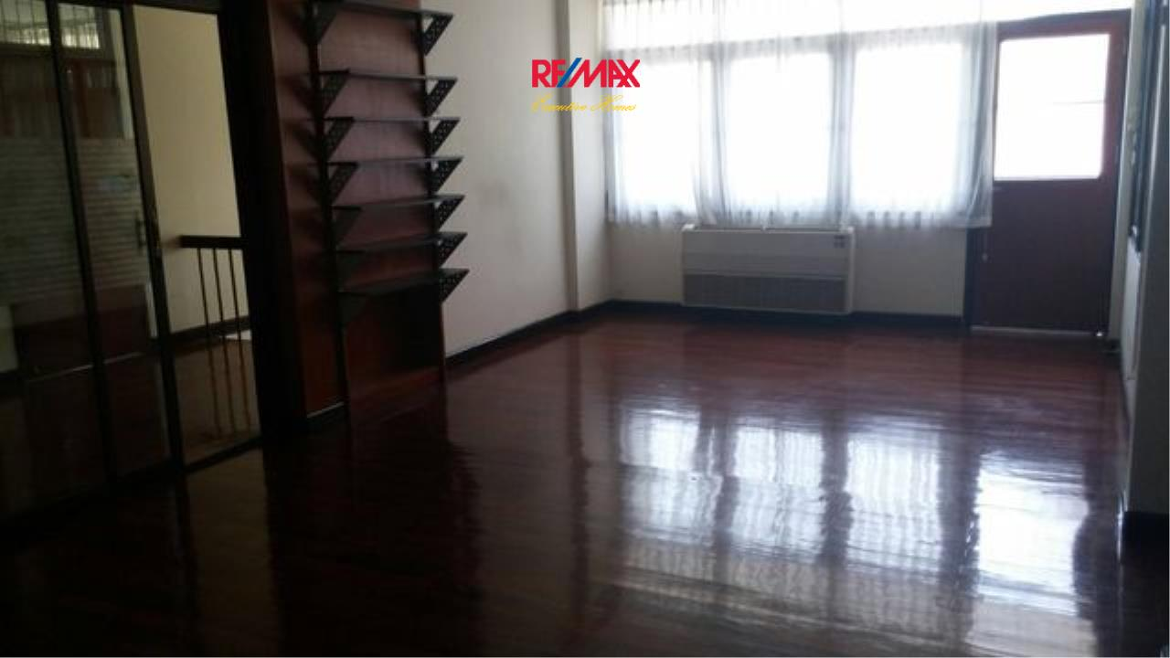 RE/MAX Executive Homes Agency's Nice 3 Bedroom House for Rent in Phra Khanong 4