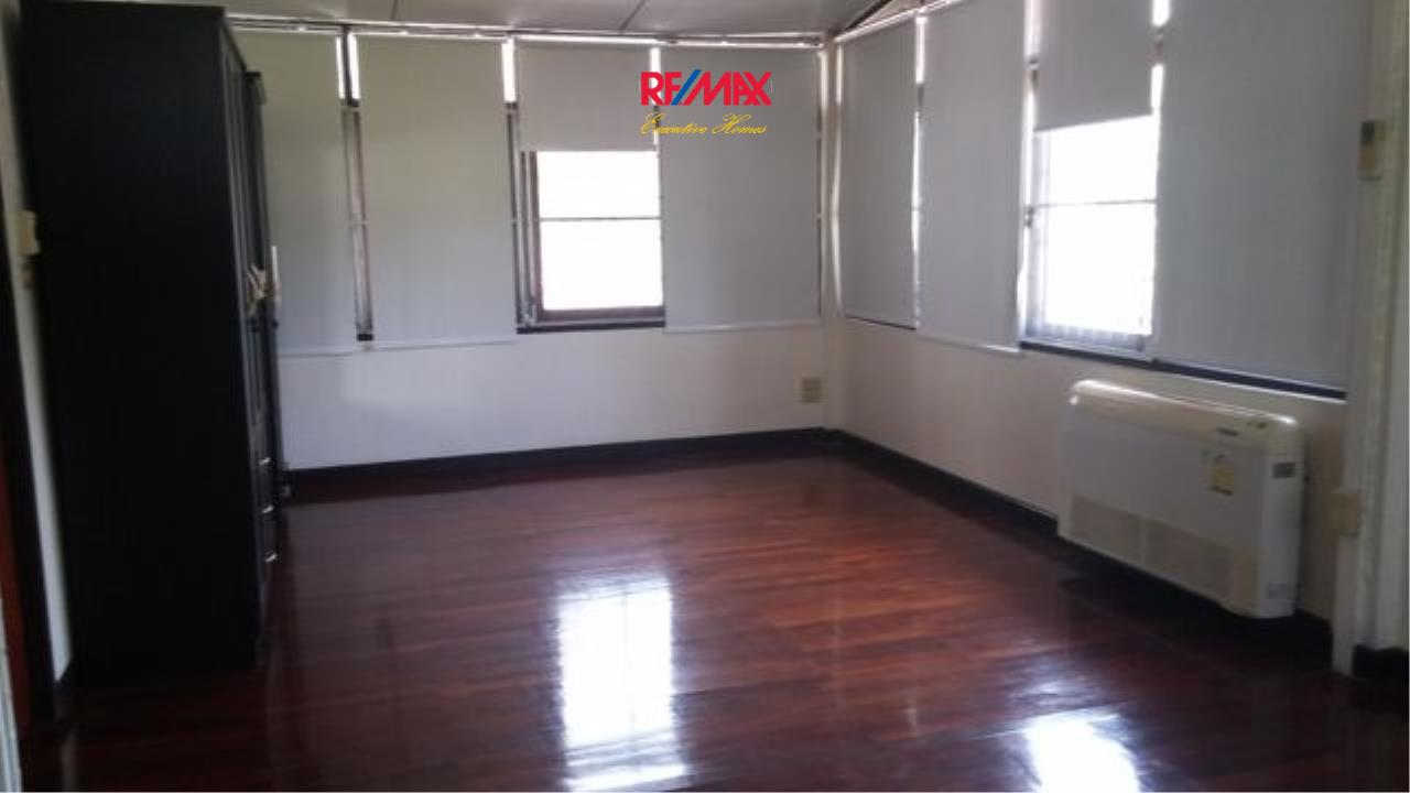 RE/MAX Executive Homes Agency's Nice 3 Bedroom House for Rent in Phra Khanong 5