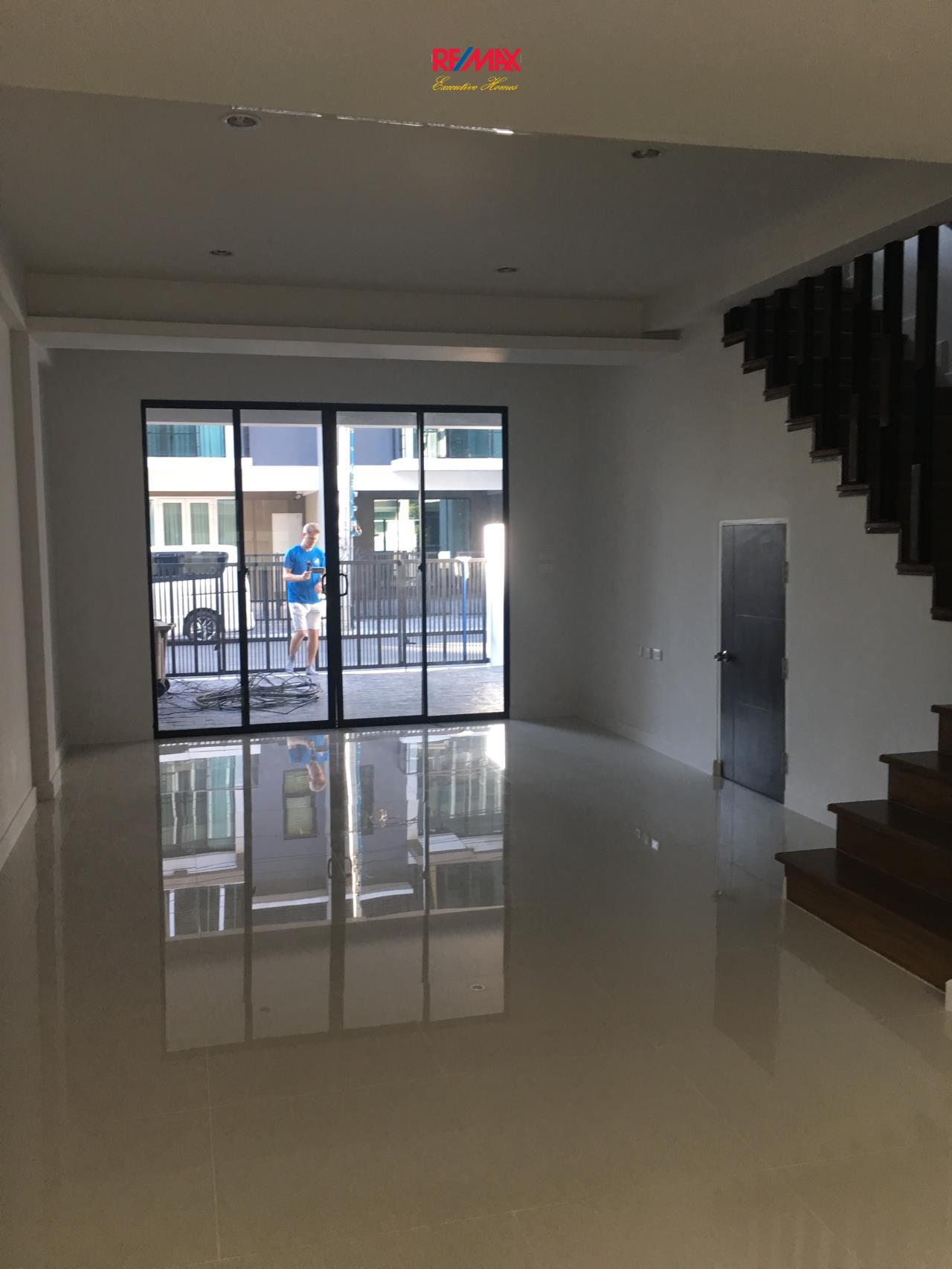 RE/MAX Executive Homes Agency's Brand New 3 Bedroom Townhouse near BTS On Nut 9