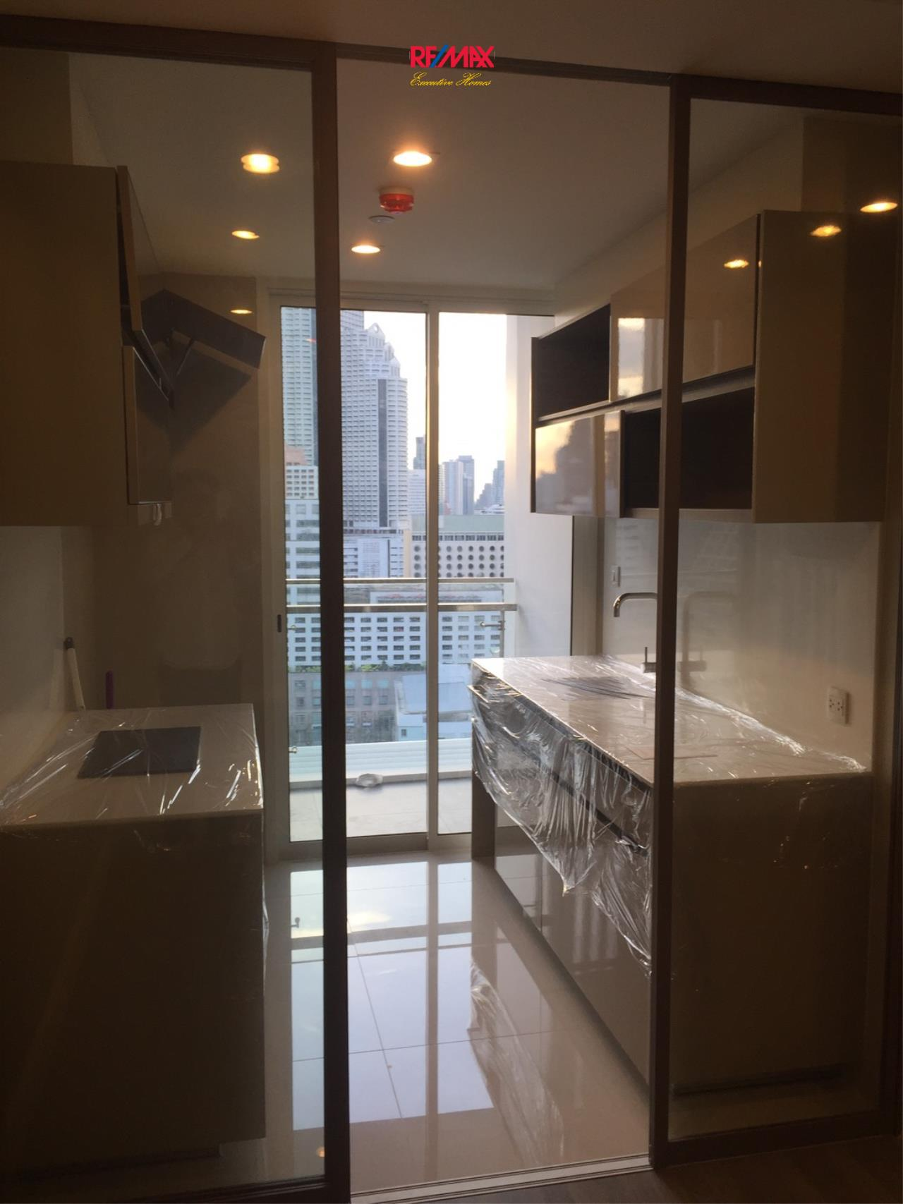RE/MAX Executive Homes Agency's Spacious 1 Bedroom for Sale The Room Sathorn Pun 9