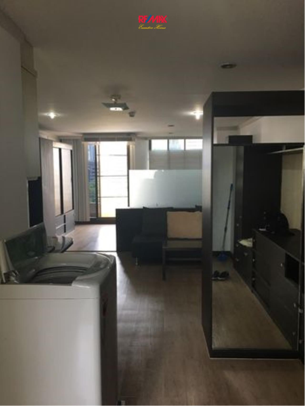 RE/MAX Executive Homes Agency's Spacious 1 Bedroom for Rent Supalai Place 39 1