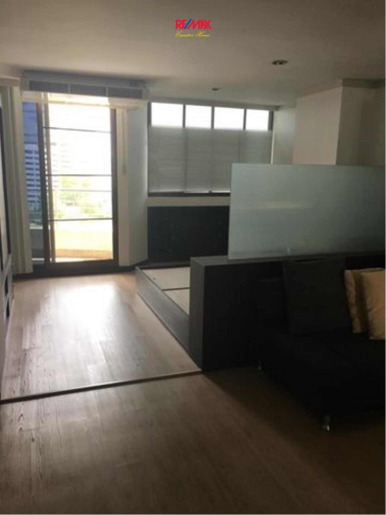 RE/MAX Executive Homes Agency's Spacious 1 Bedroom for Rent Supalai Place 39 3