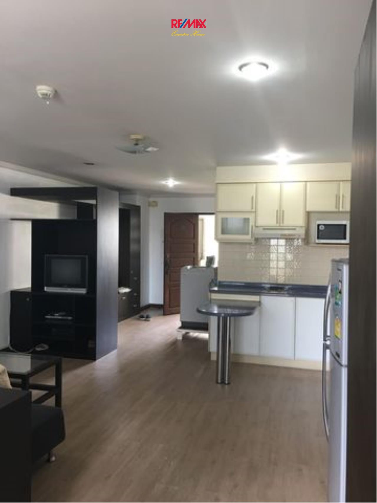 RE/MAX Executive Homes Agency's Spacious 1 Bedroom for Rent Supalai Place 39 2