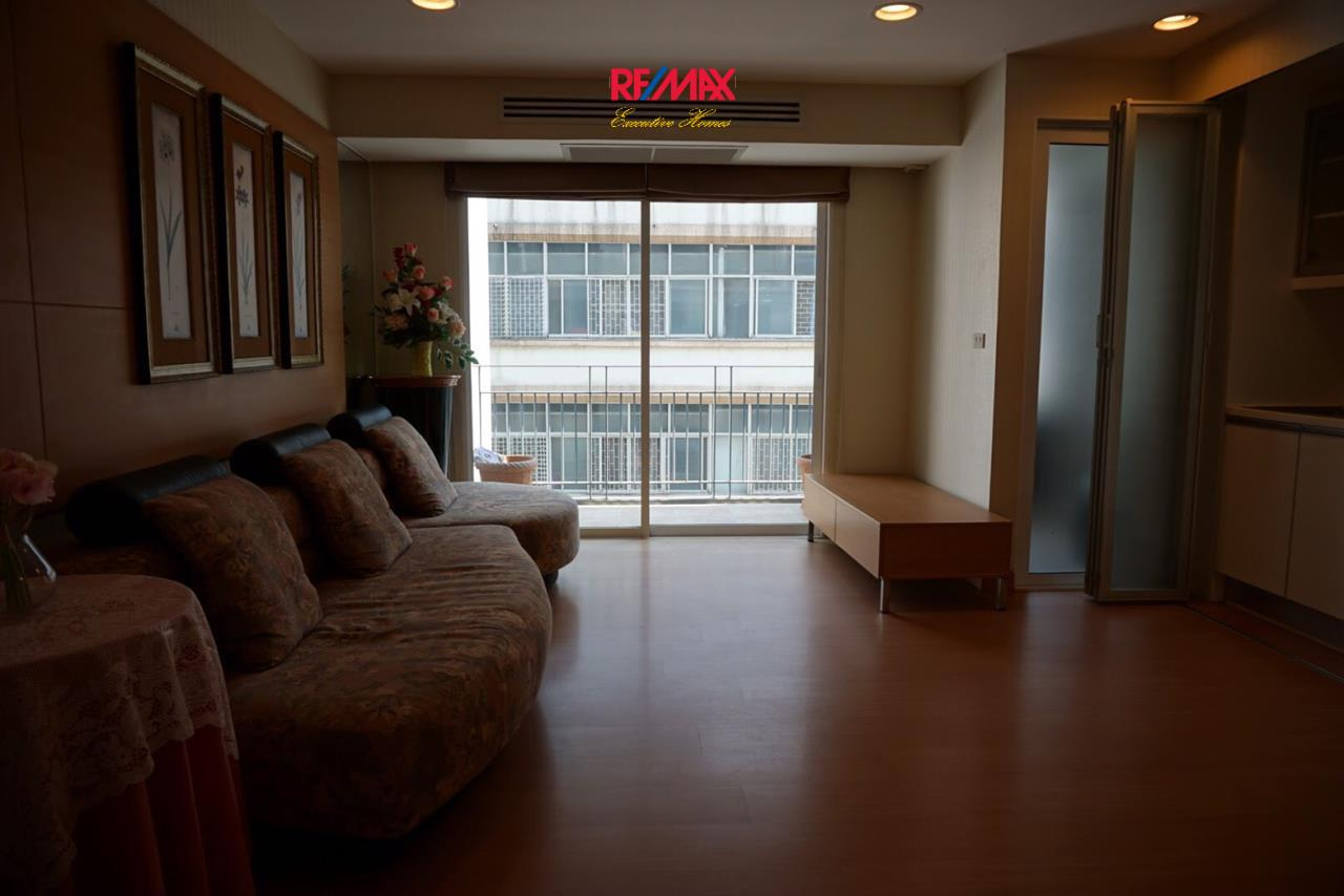 RE/MAX Executive Homes Agency's Spacious 2 Bedroom for Sale The Bangkok Sap 1