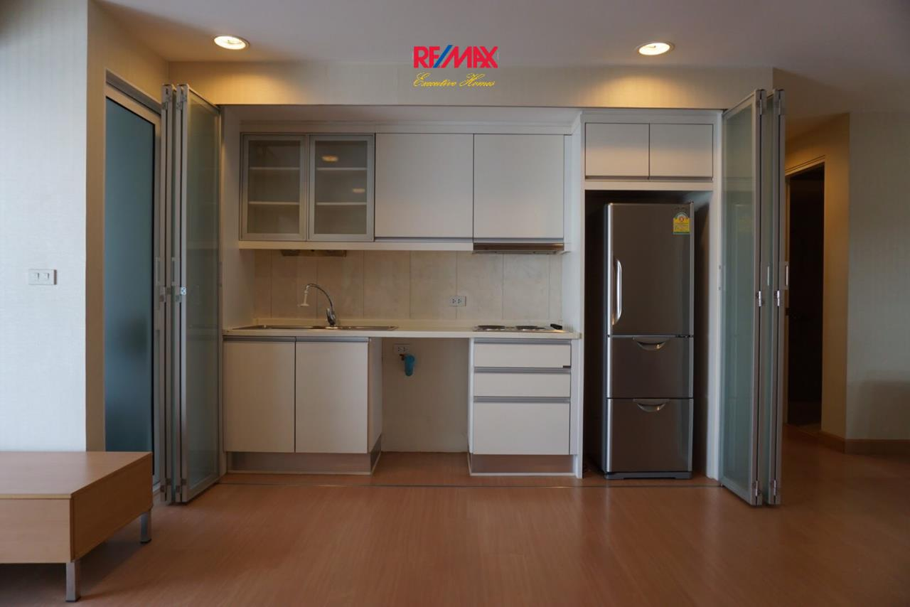 RE/MAX Executive Homes Agency's Spacious 2 Bedroom for Sale The Bangkok Sap 6