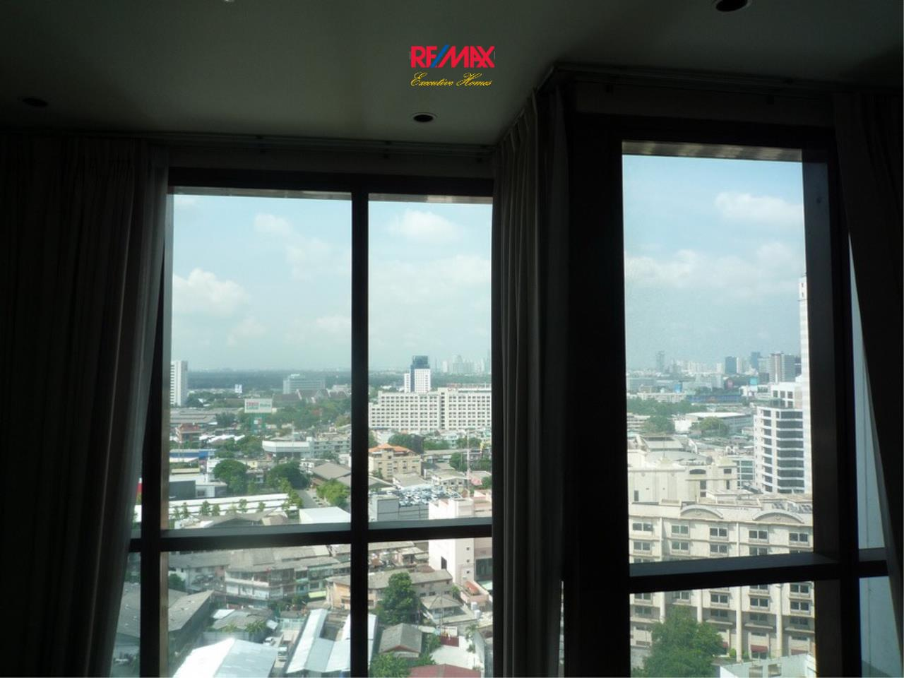 RE/MAX Executive Homes Agency's Nice 1 bedroom Duplex for Rent Emporio Place 10