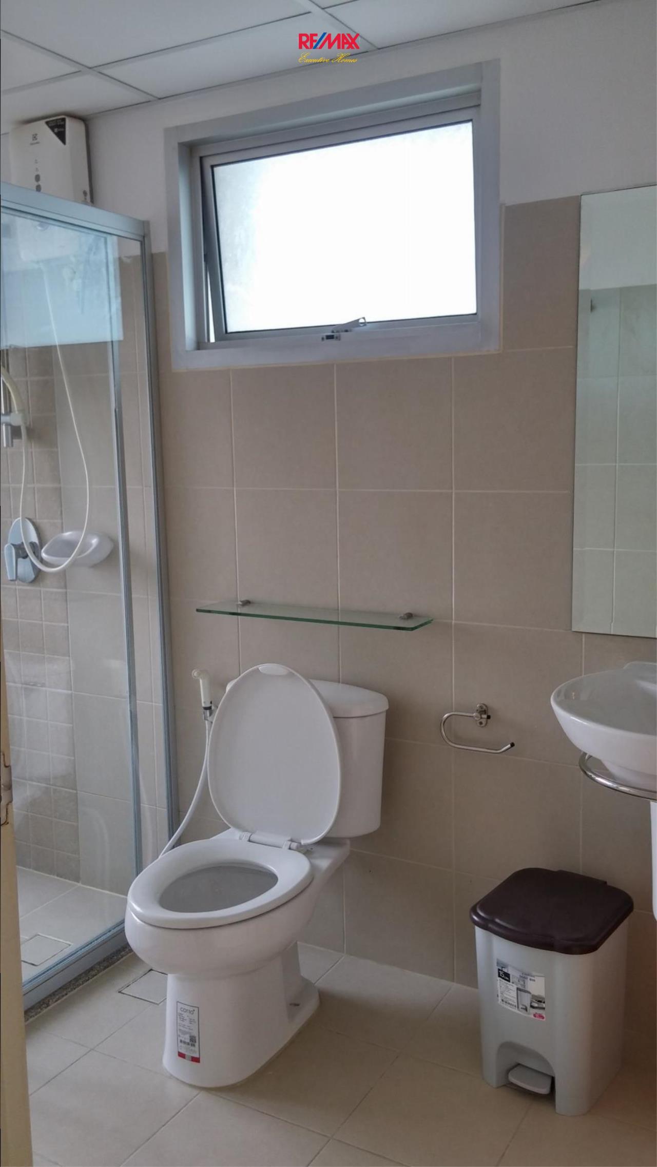 RE/MAX Executive Homes Agency's Nice 2 Bedroom for Rent Supalai Park Ekamai Thonglor 3