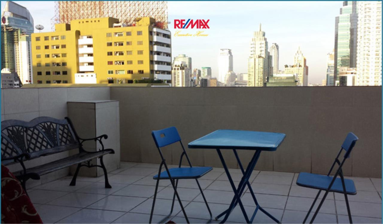RE/MAX Executive Homes Agency's *EXCLUSIVE* 1 BED CORNER UNIT WITH LARGE BALCONY IN SUKHUMVIT SOI 1. FOR SALE 1