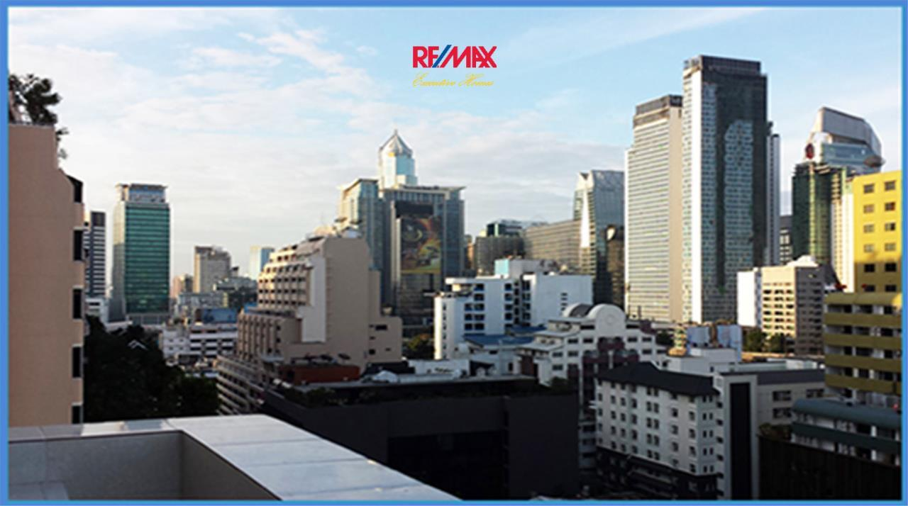 RE/MAX Executive Homes Agency's *EXCLUSIVE* 1 BED CORNER UNIT WITH LARGE BALCONY IN SUKHUMVIT SOI 1. FOR SALE 13