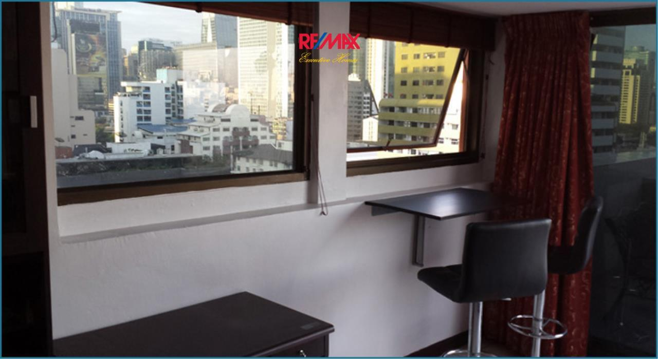 RE/MAX Executive Homes Agency's *EXCLUSIVE* 1 BED CORNER UNIT WITH LARGE BALCONY IN SUKHUMVIT SOI 1. FOR SALE 6