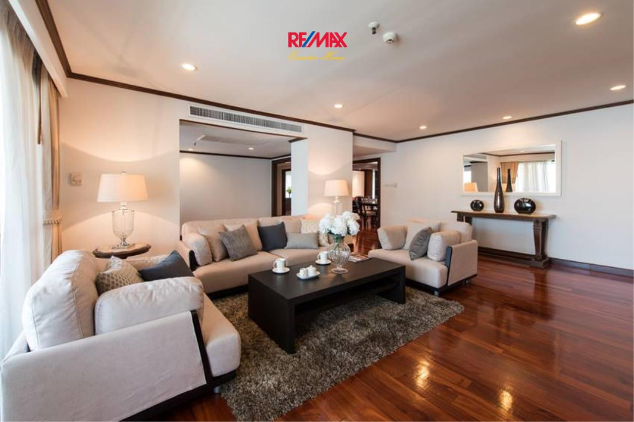 RE/MAX Executive Homes Agency's Stunning 3+1 Bedroom for Rent near BTS Asoke 1