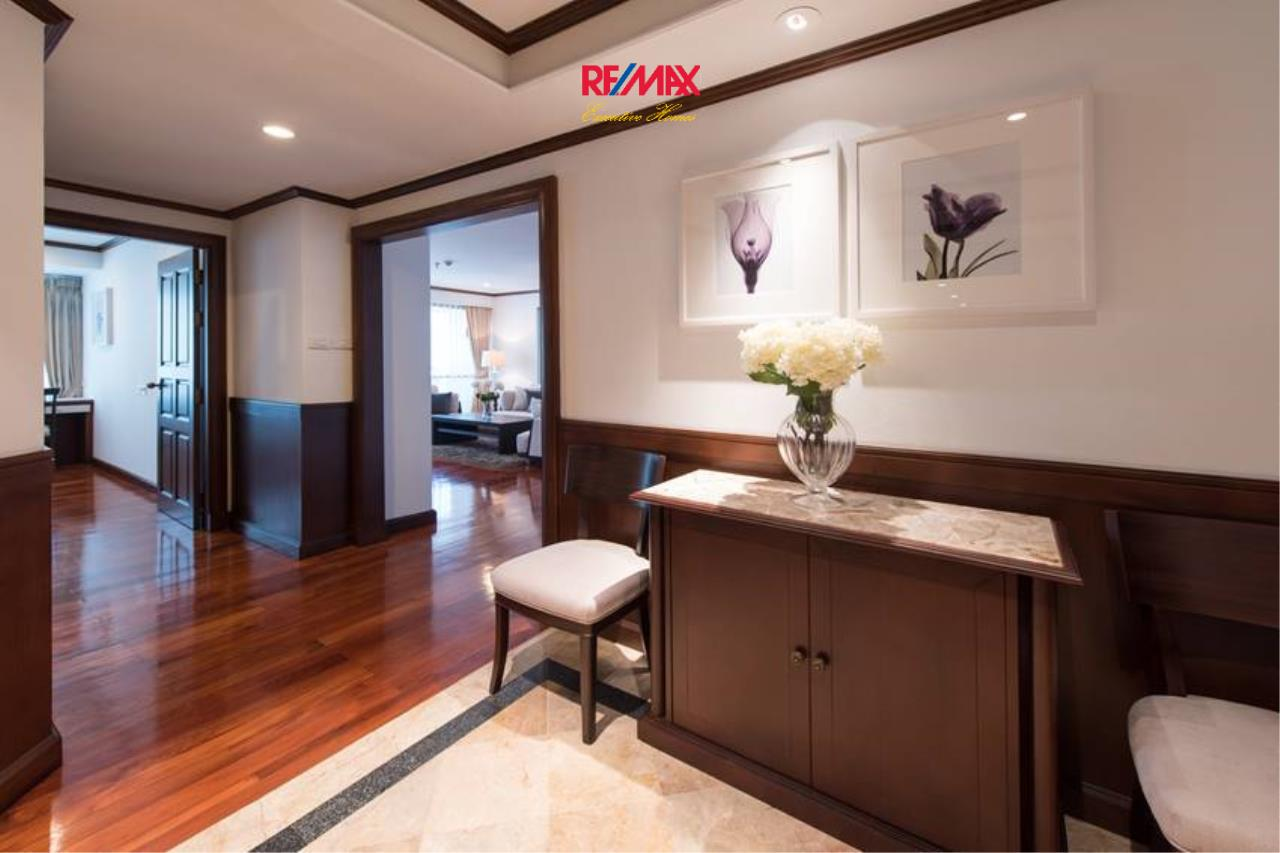 RE/MAX Executive Homes Agency's Stunning 3+1 Bedroom for Rent near BTS Asoke 5