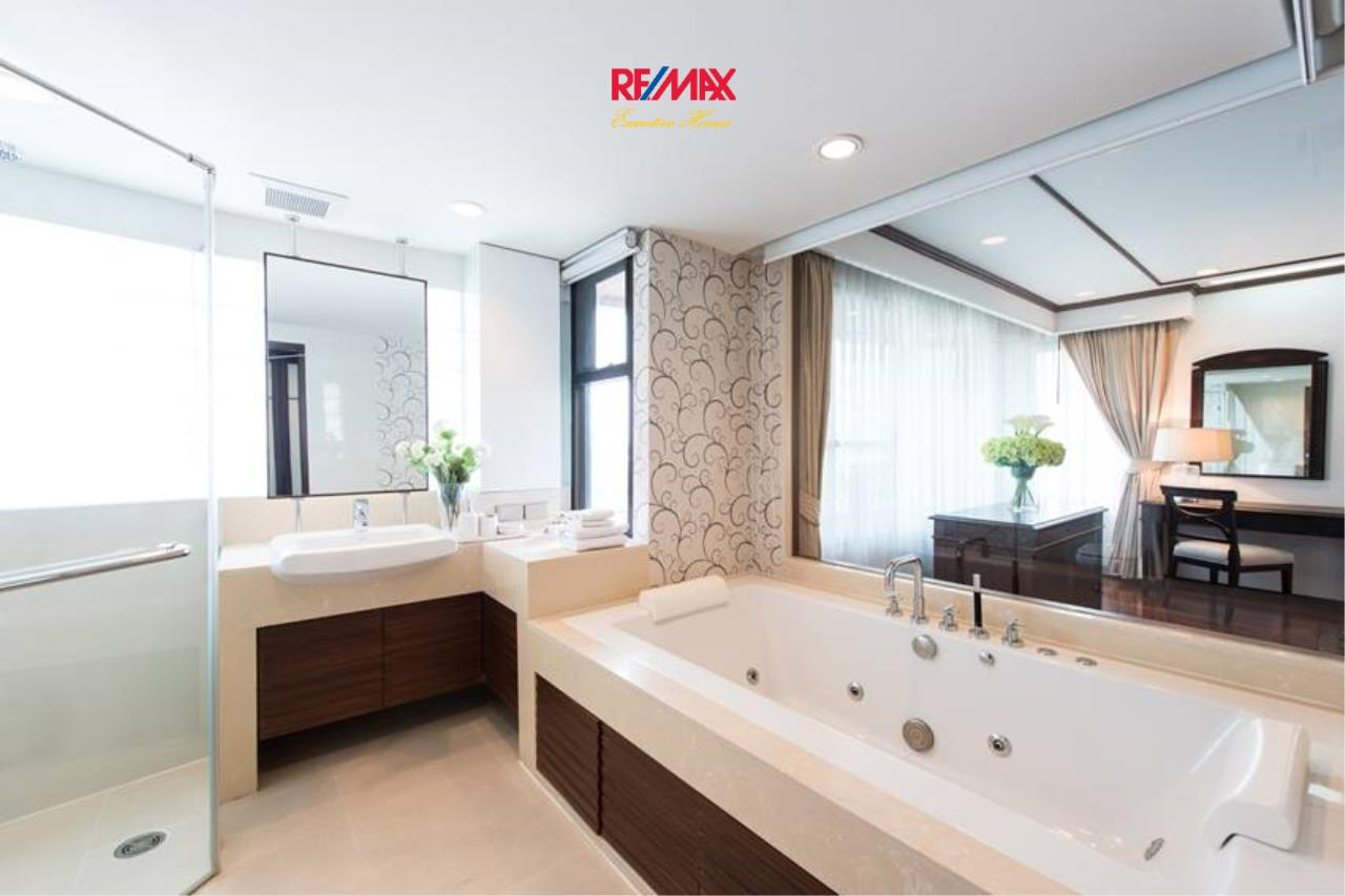 RE/MAX Executive Homes Agency's Stunning 3+1 Bedroom for Rent near BTS Asoke 6