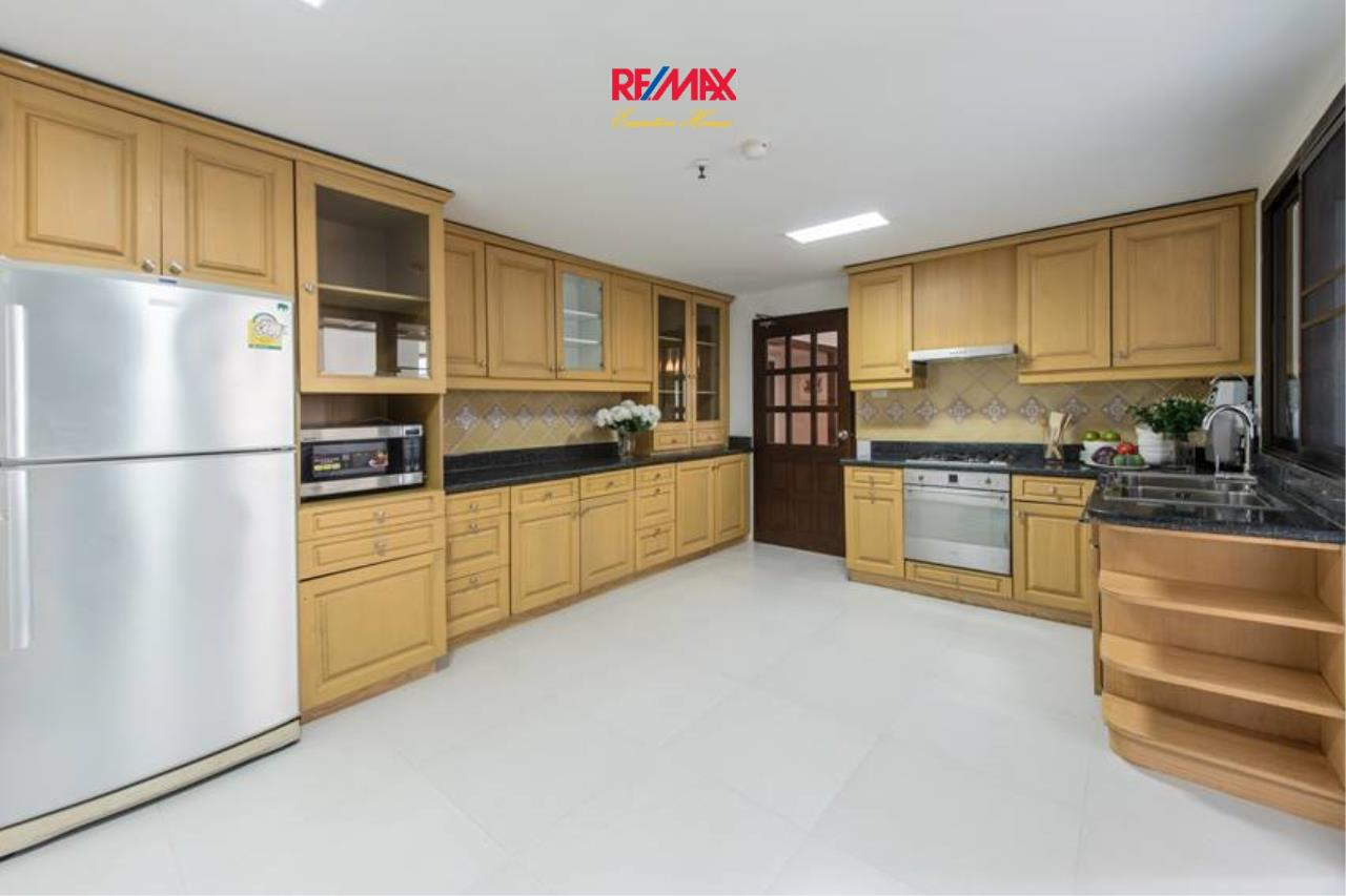 RE/MAX Executive Homes Agency's Stunning 3+1 Bedroom for Rent near BTS Asoke 7