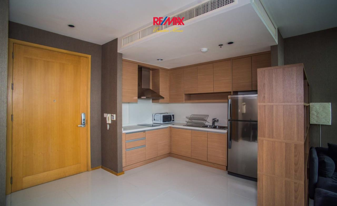 RE/MAX Executive Homes Agency's Spacious 1 Bedroom Duplex for Rent Emporio Place 7