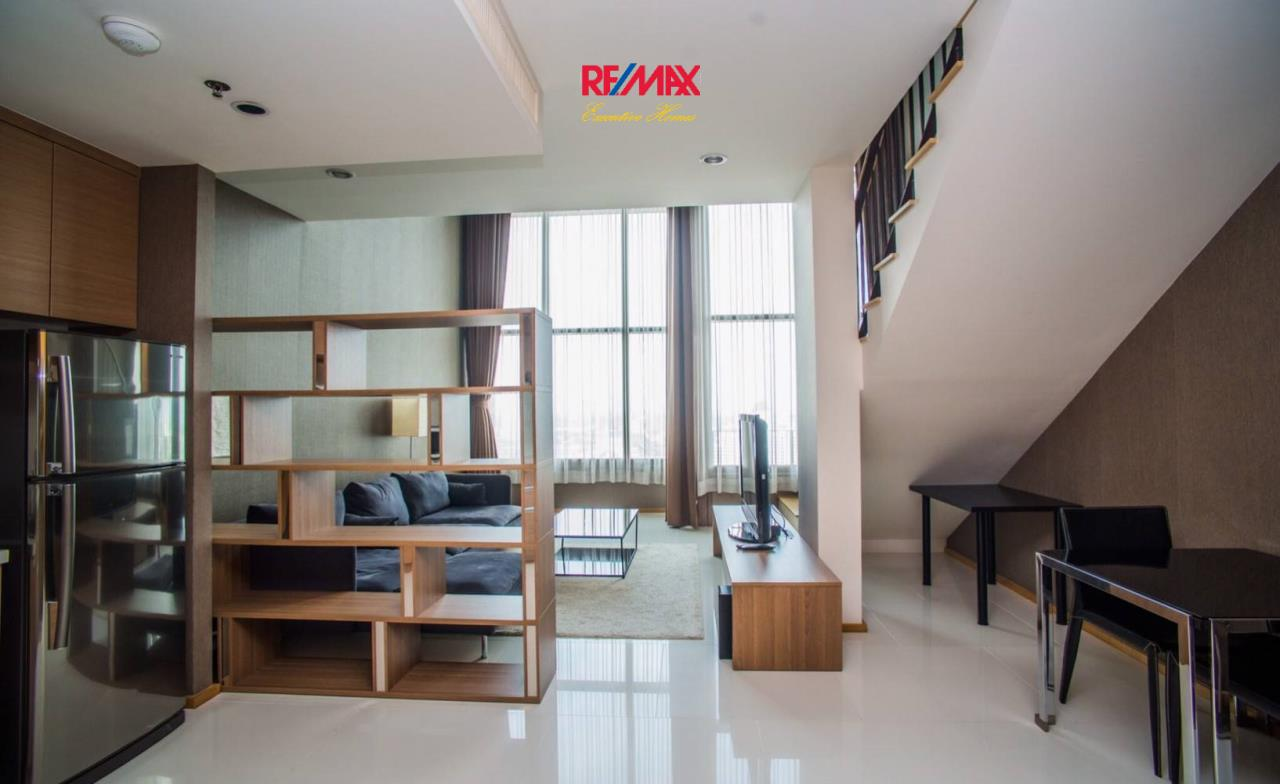 RE/MAX Executive Homes Agency's Spacious 1 Bedroom Duplex for Rent Emporio Place 3