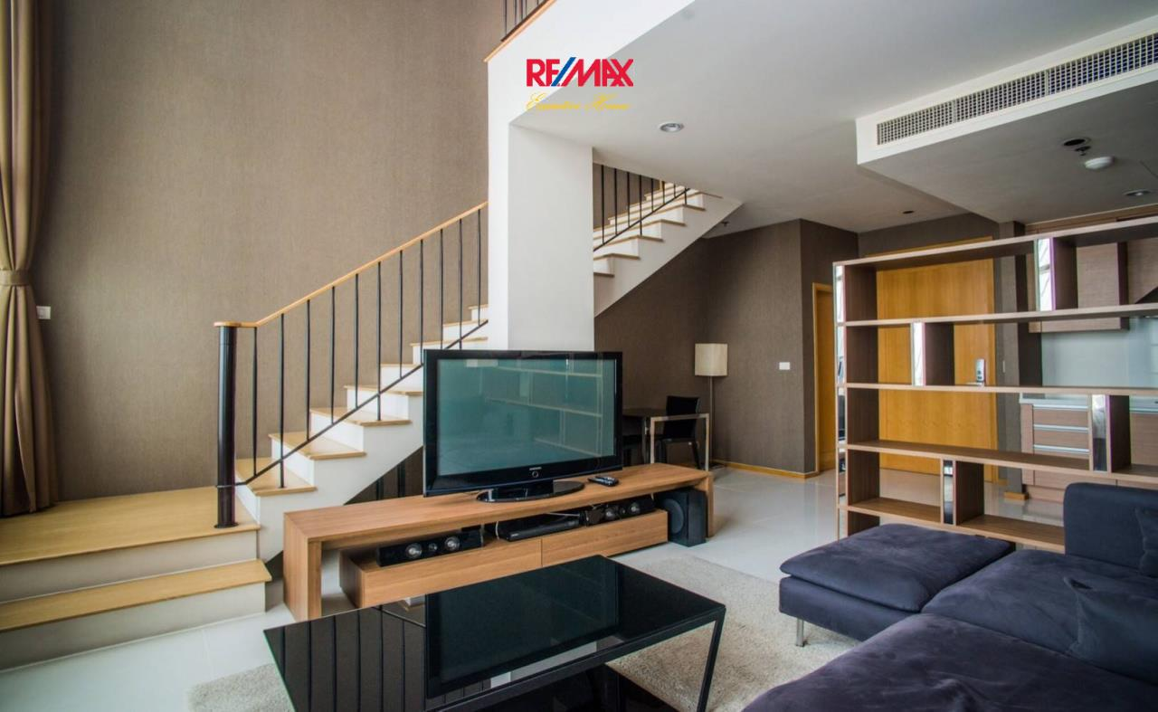 RE/MAX Executive Homes Agency's Spacious 1 Bedroom Duplex for Rent Emporio Place 2