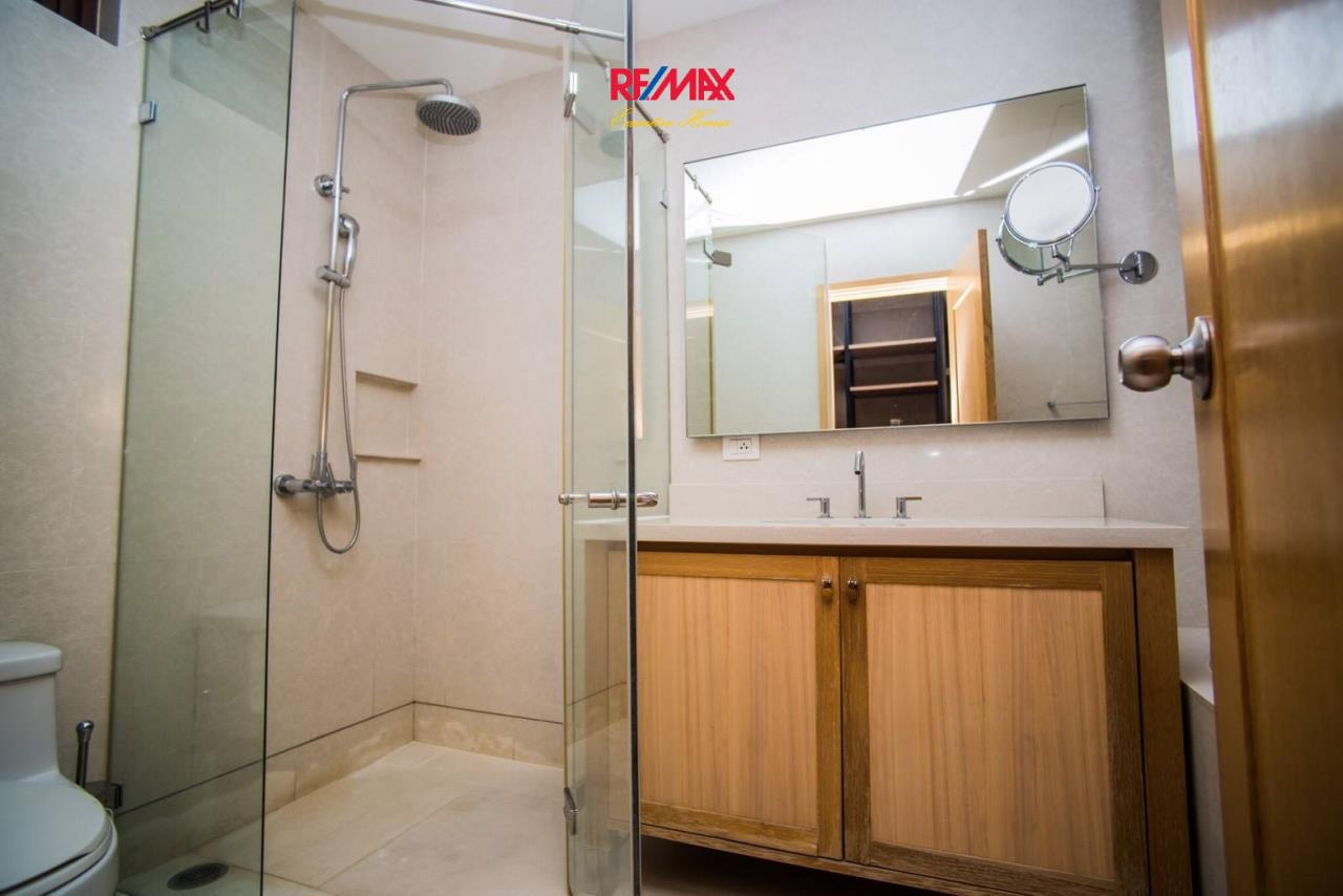 RE/MAX Executive Homes Agency's Spacious 1 Bedroom Duplex for Rent Emporio Place 8
