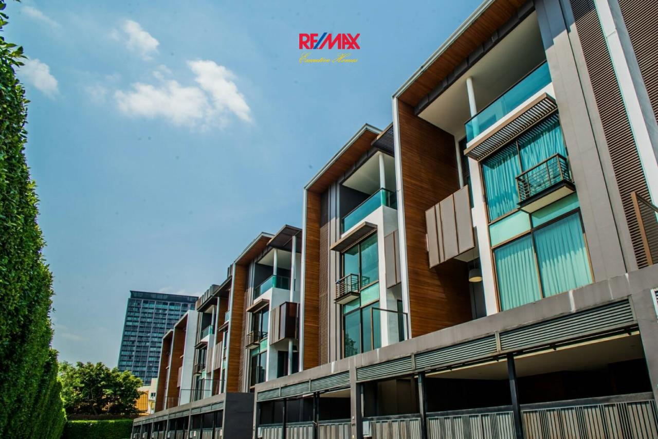 RE/MAX Executive Homes Agency's Stunning 4 Bedroom Townhouse for Rent near BTS Ekamai 3