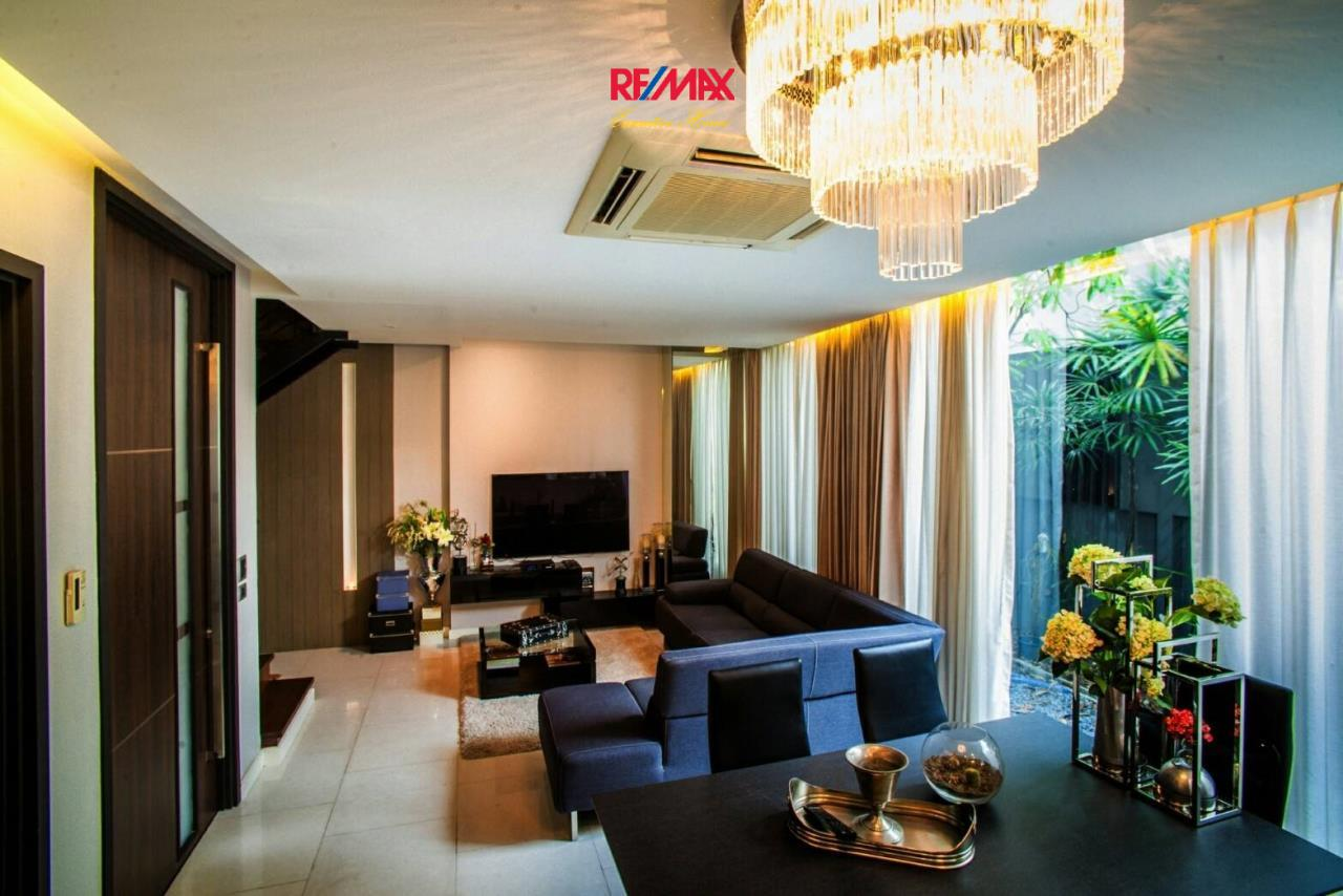 RE/MAX Executive Homes Agency's Stunning 4 Bedroom Townhouse for Rent near BTS Ekamai 4