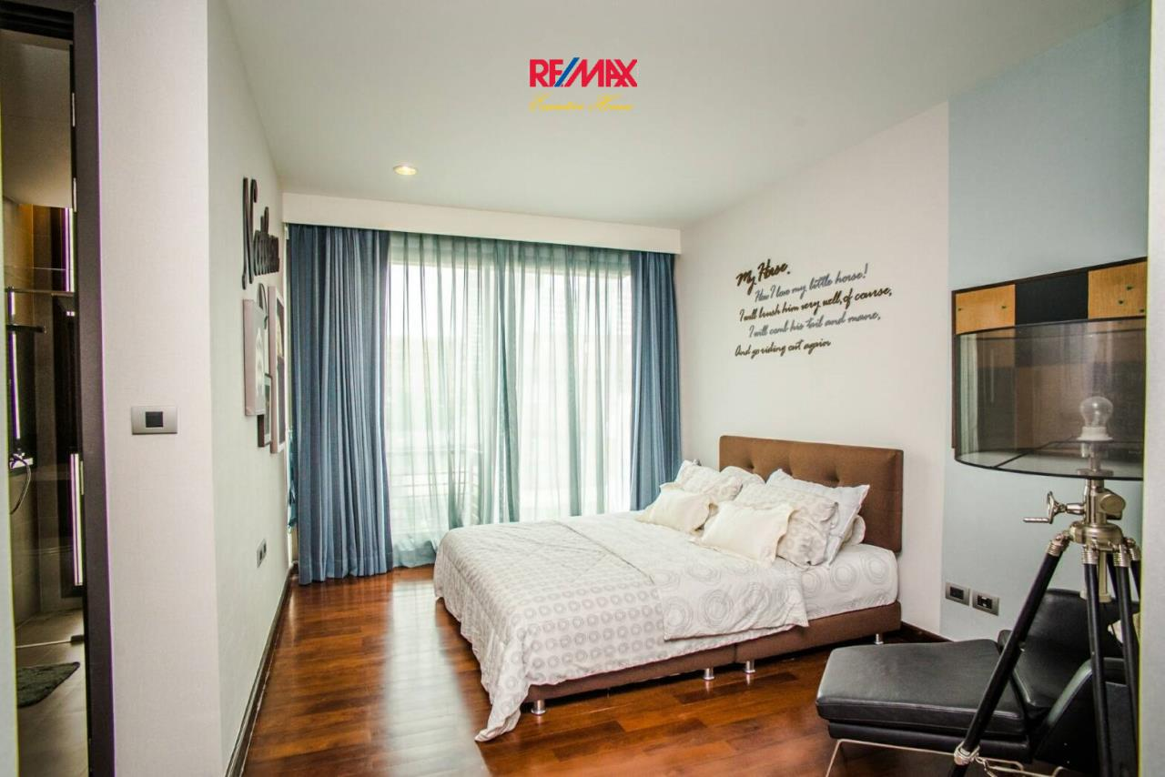 RE/MAX Executive Homes Agency's Stunning 4 Bedroom Townhouse for Rent near BTS Ekamai 7