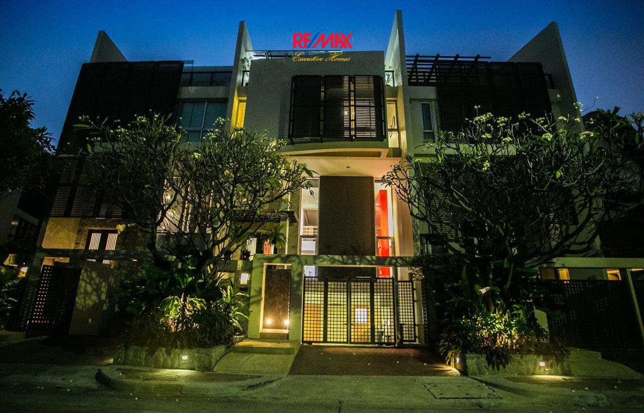 RE/MAX Executive Homes Agency's Beautiful 4 Bedroom for Sale The Lofts Sathorn 1