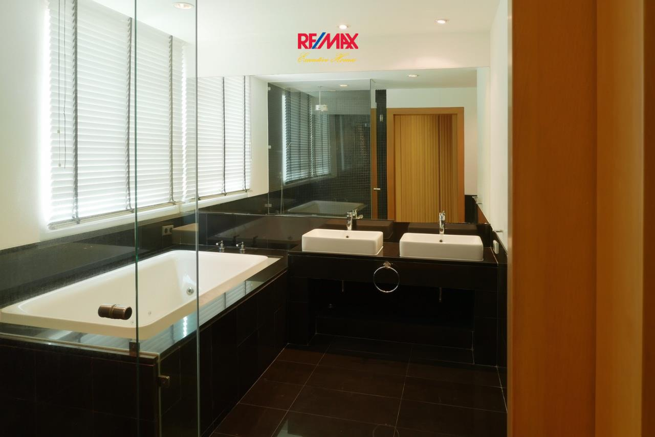 RE/MAX Executive Homes Agency's Stunning 4 Bedroom Townhouse for Sale The Tree Sathorn 5