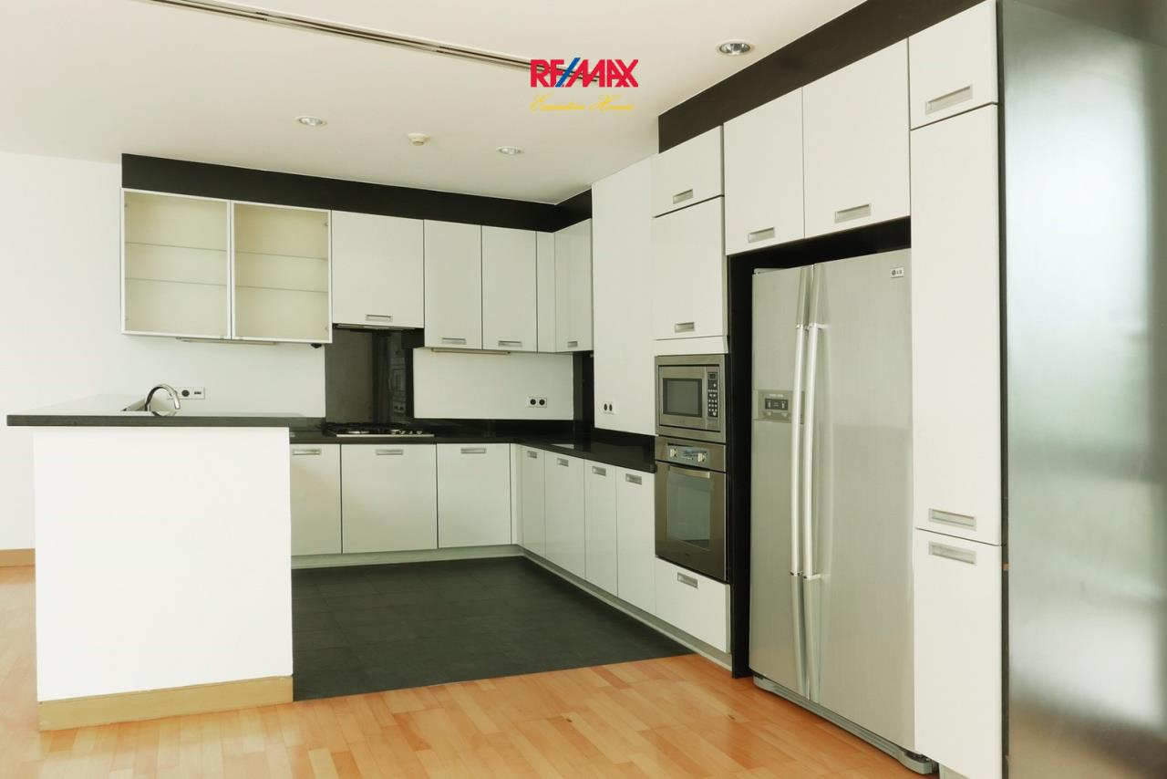RE/MAX Executive Homes Agency's Stunning 4 Bedroom Townhouse for Sale The Tree Sathorn 6