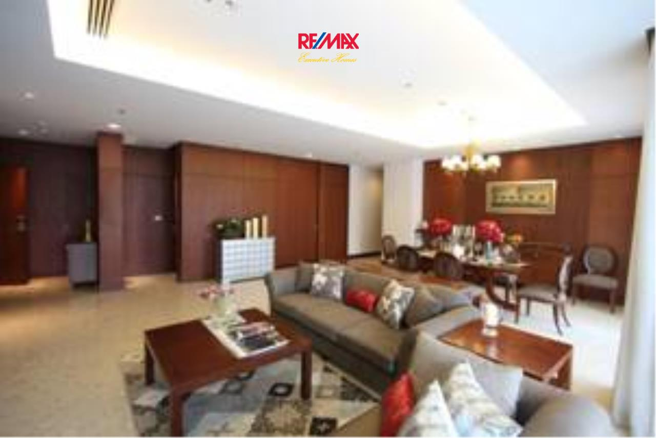 RE/MAX Executive Homes Agency's Stunning 3 Bedroom for Rent Royal Residence 1