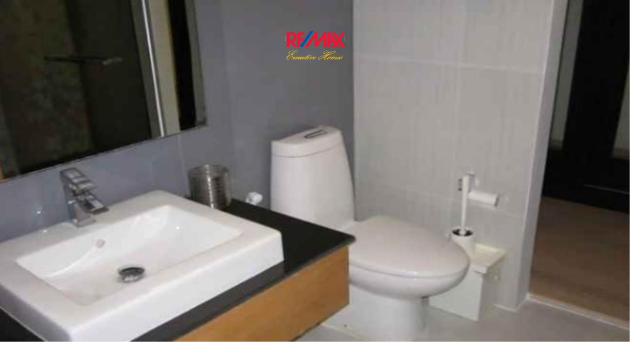 RE/MAX Executive Homes Agency's Spacious 1 Bedroom for Rent Socio Ruamrudee 4