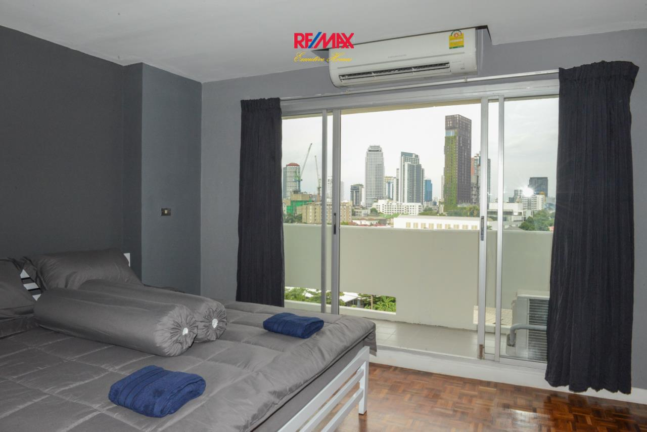 RE/MAX Executive Homes Agency's Lovely Studio type Bedroom for Rent Baan Sukhumvit 36 2
