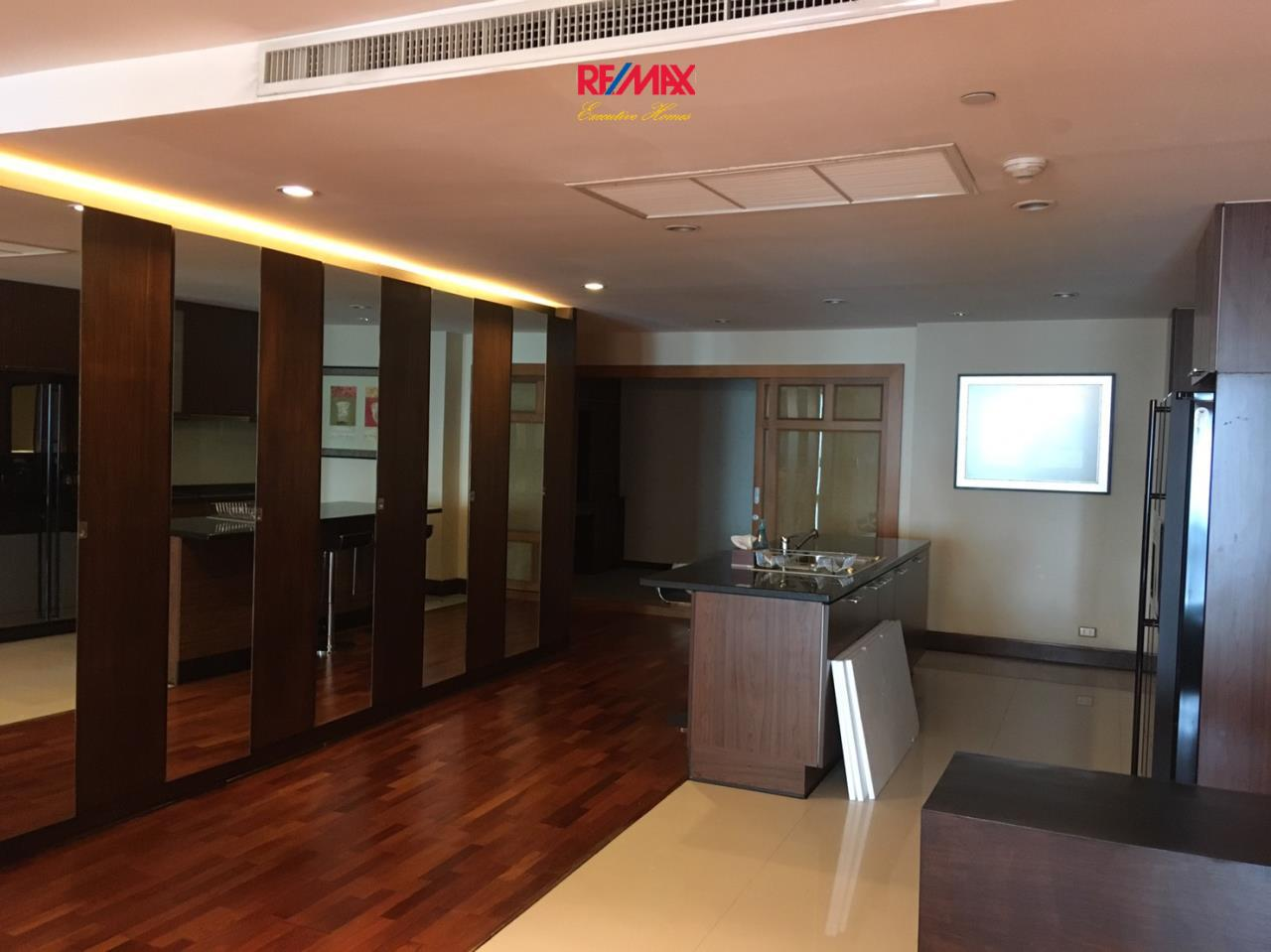 RE/MAX Executive Homes Agency's Nice 3 Bedroom for Rent Sky Villa Sathorn 6