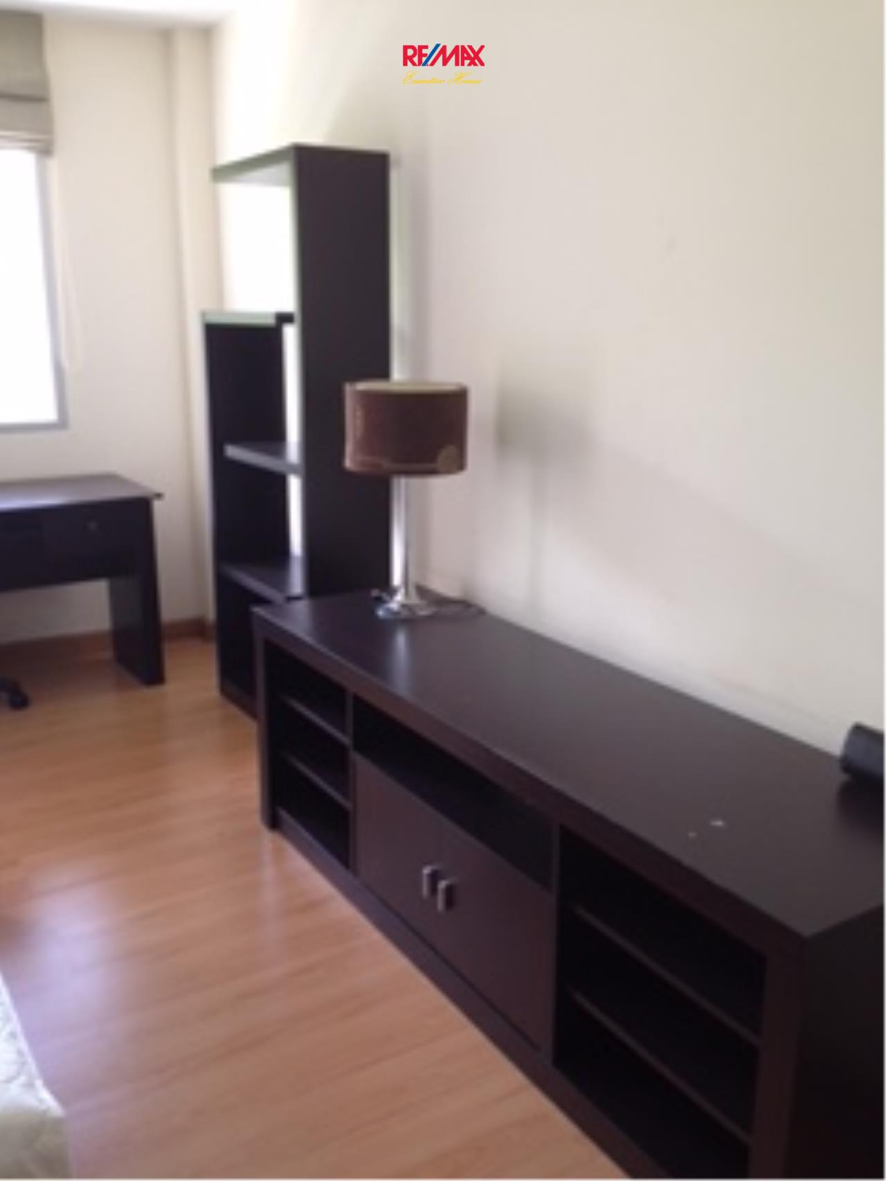 RE/MAX Executive Homes Agency's Nice 1 Studio type Bedroom for Rent The Link 50 4
