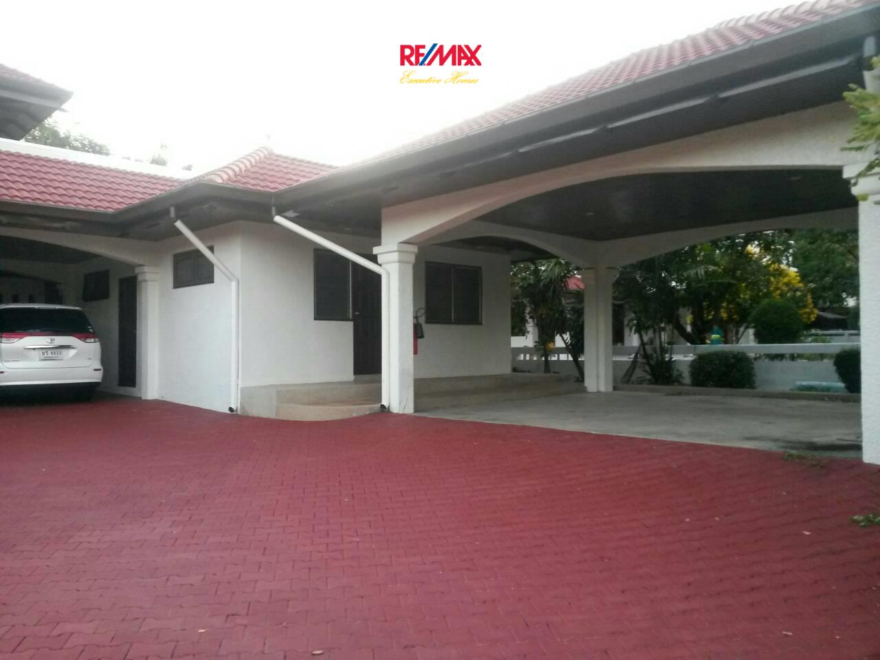 RE/MAX Executive Homes Agency's Huge 5 Bedroom House for Rent Lakeside Villa 2 3