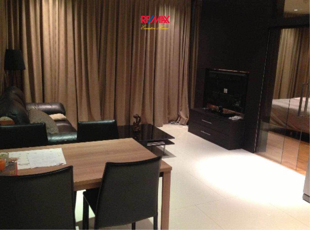 RE/MAX Executive Homes Agency's Cozy 1 Bedroom for Sale Emporio Place 1