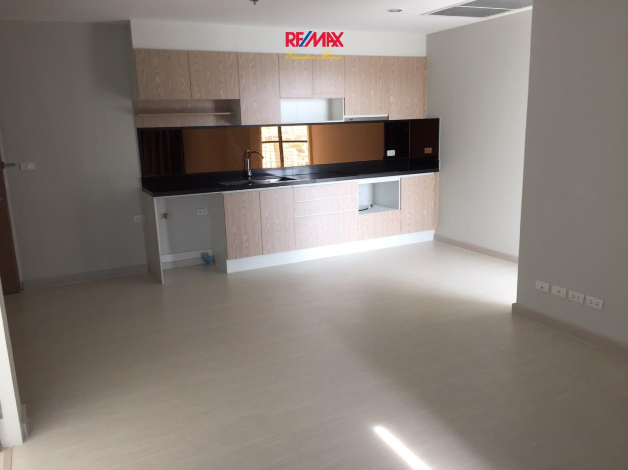 RE/MAX Executive Homes Agency's Spacious 2 Bedroom for Sale Up Ekamai 5