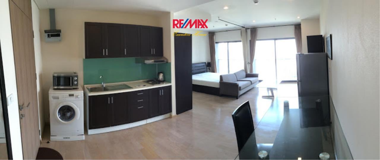 RE/MAX Executive Homes Agency's Nice 1 Bedroom for Rent Noble Remix 5